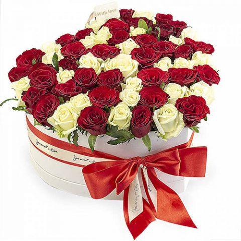 51 роза сердце в специальной коробке