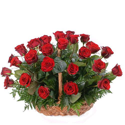 Фото товара 35 красных роз в корзине