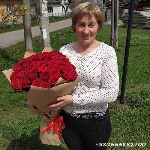 51 красная роза фото вручения букета