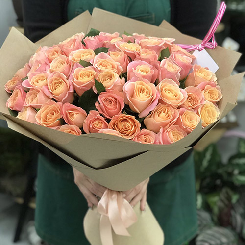 """Фото товара 51 роза """"Мисс Пигги"""""""